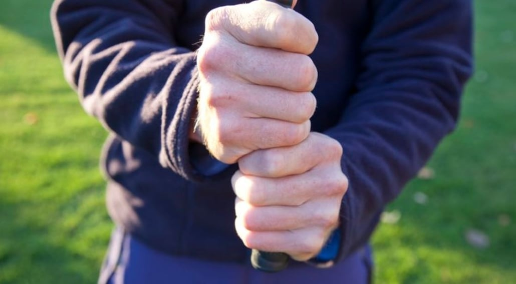 10 Finger Golf Grip Vs. The Interlocking Grip – Which Is Best? - (MUST READ Before You Buy)